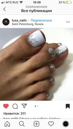 The advantage of the gel is that it allows you to enjoy your French manicure for a long time. There are four different ways to make a French manicure on gel nails. Pretty Toe Nails, Cute Toe Nails, My Nails, Gel Toe Nails, Pretty Pedicures, Gel Toes, Easy Toe Nails, Shellac Toes, Acrylic Toe Nails