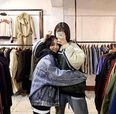 Mom and Dede Couple Girls, Girls In Love, Mode Ulzzang, Ulzzang Korea, Bff Goals, Best Friend Goals, Korean Couple, Korean Girl, Estilo Bad Boy