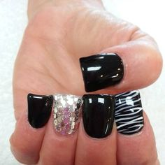 LOVE these black, white and silver glitter flare tip acrylic nails. Nail art ideas, duck feet nails, wide fan nails, unas. #nails #nailart