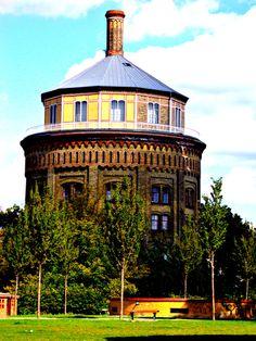 Wasserturm, Berlin, Prenzlauer Berg, estacion Senefelder, la torre antecedente de los campos de concentración donde se reunia inicialmente a todos los judíos detenidos