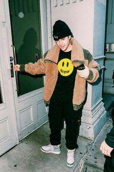 Justin Bieber Outfits, Justin Bieber Smile, Justin Bieber Images, Justin Baby, Justin Hailey, Justin Photos, Cowgirl Style Outfits, Pop Musicians, Beautiful Boys