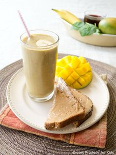 Have you got a leftover tin of pumpkin puree to use up? We've got you covered with a healthy pumpkin smoothie that tastes like pumpkin pie. Don't even try to resist it! #breakfast #breakfastrecipes #pumpkin #pumpkinrecipes #pumpkinrecipes #pumpkinpierecipes #desserts #dessertrecipes Pumpkin Pie Smoothie, Apple Smoothies, Yummy Smoothies, Pumpkin Puree, Canned Pumpkin, Yummy Drinks, Pumpkin Yogurt, Fun Drinks, Pumpkin Spice