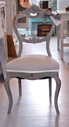 maybe I should paint my dinning room chairs instead of staining them? Gray Painted Furniture, Painted Chairs, Refurbished Furniture, Furniture Makeover, Vintage Furniture, Dining Chair Makeover, Chalk Paint Chairs, Repurposed Furniture, Furniture Making