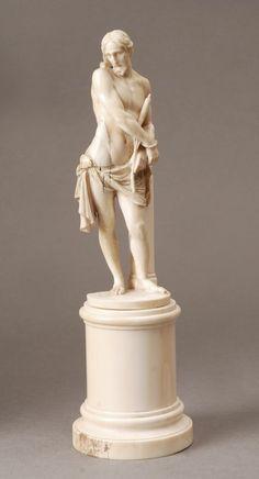 Christ au roseau en ivoire sculpté en ronde bosse, XVIIIe-XIXe siècle. Cemetery Angels, Plastic Art, Catholic Art, Bear Art, Angel Art, Ivoire, Sacred Art, Wood Sculpture, Art World