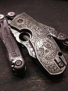 Love the design! Engraving Tools, Metal Engraving, Cool Knives, Knives And Swords, Blade Runner Blaster, Revolver Pistol, Knife Stand, Everyday Carry Gear, Engraved Pocket Knives