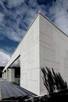 shopping centre in groningen (NL) www Arch Building, Building Facade, Building Exterior, Building Design, Cladding Design, Exterior Cladding, Facade Design, Exterior Design, Factory Architecture