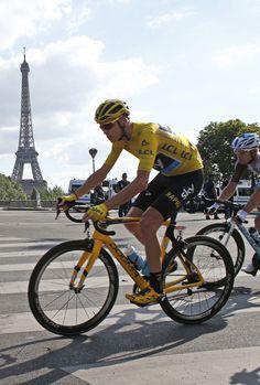 Chris Froome passes the Eiffel Tower stage 21 Tour de France 2016  AP Photo/Thibault Camus