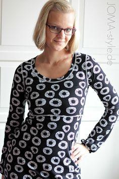 Den Free-Jersey hatte ich bereits vor dem Lillestoff-Festival zugeschnitten, um am Festival-Wochenende endlich ein Free-Onion-Kleid für mich zu nähen. An diesem Wochenende ist dieses Kleid allerdings nicht entstanden :-)Isabelle hat mich zu diesem Kleid inspiriert. Kennt Ihr ihr wundervolles Onion-Kleid bereits?Schwarz und senfgelb mag ich immer noch total gerne und würde ich senfgelbes Ovi-Garn besitzen, wären die Covernähte auch senffarbig geworden.Allerdings lässt sich das Free-Kleid so…