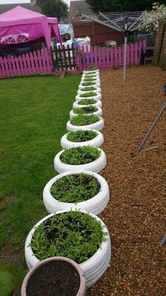 DIY Ideas With Old Tires - Tire Planter Edging - Rustic Farmhouse Decor Tutorial.DIY Ideas With Old Tires - Tire Planter Edging - Rustic Farmhouse Decor Tutorials and Projects Made With An Old Tire - Easy Vintage Shelving, Wall Art. Tire Garden, Garden Care, Bottle Garden, Garden Bed, Garden Plants, Outdoor Projects, Garden Projects, Cool Diy Projects, Vintage Shelving