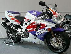 The 10 Best Sportbikes of the Honda Fireblade, Honda Vfr, Honda Cbr 600, Honda Motorcycles, Vintage Motorcycles, Sliders, Motorcycle Racers, Speed Bike, Sportbikes