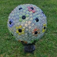 Bits and Pieces: Make A Gazing Ball Using A Bowling Ball,Bottle Cap Ladybugs,Spring Is Here Photos Bowling Ball Crafts, Bowling Ball Garden, Mosaic Bowling Ball, Bowling Ball Art, Garden Balls, Garden Spheres, Bowling Ball Ladybug, Mosaic Garden, Mosaic Art
