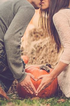 23 of the Best Fall-Inspired Ways to Announce Your Engagement | Brit + Co