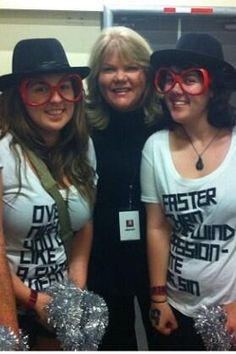 Fans with Mama Swift tonight during her famous backstage tour! #RedAuckland. Love their shirts!!