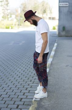 alkarus: Christys hat Maison Labiche tee Marc Jacobs trousers Air max APC sneakers Style For Menwww.yourstyle-men.tumblr.com VKONTAKTE -//- FACEBOOK -//- INSTAGRAM