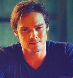 """"""" - still my favorite Vincent expression of episode Worth' ^^ Vincent Keller, Cw Tv Series, Jay Ryan, Kristin Kreuk, Cute Actors, The Cw, Most Beautiful Man, Beauty And The Beast, Tv Shows"""
