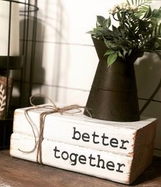 25 Cheap and Easy Home Decor Hacks for a Total House Makeover - The Trending House Wooden Books, Painted Books, Rustic Books, Farmhouse Books, Farmhouse Decor, Modern Farmhouse, Wooden Crafts, Wooden Diy, Rustic Crafts