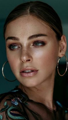 Soft glam makeup looks, full face simple makeup ideas Glam Makeup, Makeup Inspo, Bridal Makeup, Makeup Inspiration, Eye Makeup, Hair Makeup, Makeup Ideas, Simple Makeup, Natural Makeup