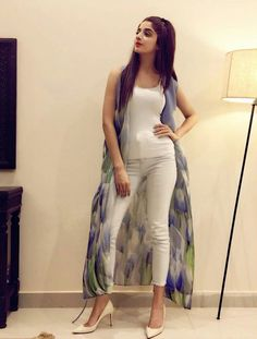 Very Smart and Pretty Girl Mawra Hocane in her Home! #Beautiful #Lovely #MawraHocane #PakistaniActresses #PakistaniCelebrities ✨