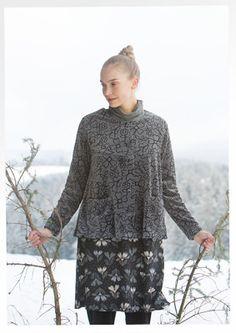 """Gudrun Sjödens Winterkollektion 2015 - Diese leicht ausgestellte, wippende Jacke mit unwiderstehlichem Druck ist ein echter Hingucker. Bestelle jetzt deine """"Skare"""" Veloursjacke: http://www.gudrunsjoeden.de/mode/produkte/strickjacken-westen/veloursjacke-skare-aus-oeko-baumwolle/polyester"""