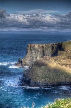 Cliffs of Moher, Lehinch, County Clare, Ireland. If you can only see one thing in Ireland, this is it! Places Around The World, Oh The Places You'll Go, Places To Travel, Places To Visit, Around The Worlds, Beautiful World, Beautiful Places, Ireland Travel, Belle Photo