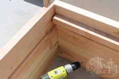 DIY Outdoor Chairs and Porch Makeover (Thrifty and Chic) Outdoor Furniture Chairs, Pallet Patio Furniture, Diy Furniture, Furniture Design, Diy Porch, Diy Patio, Patio Decorating Ideas On A Budget, Decor Ideas, Porch Makeover