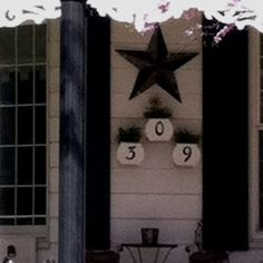Love the flower pots for the house number!