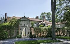 Early 20th-century architect David Adler was responsible for many grand estates, but perhaps none was so well executed as this Italianate ma...