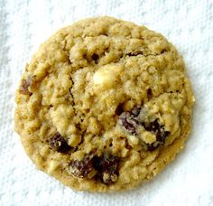 The Best Oatmeal Cookies Ever - Make tomorrow! I'll even use the raisins. I'm intrigued