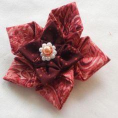 fabric oragami  Source http://www.hearthandmadeblog.com/handmade-fabric-origami/