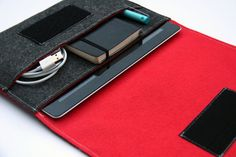 iPad tablet sleeve cover in Dark Gray & Red via Etsy. Love the simplicity.