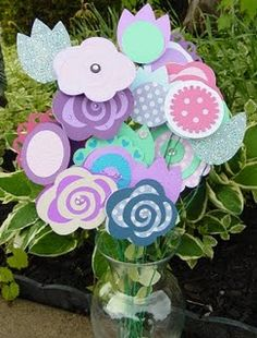 gift card bouquet - similar to the one on my site. Cute variation.