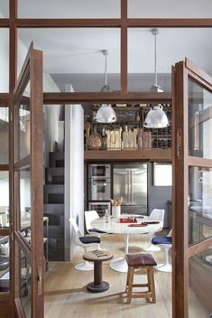 Vintage details shape the Italian kitchen and dining area