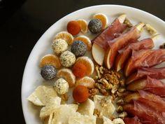 τυρομπαλάκια που δεν πετάς πίσω - Pandespani.com Wine Parties, Finger Foods, Waffles, Sausage, Mood, Breakfast, Party, Morning Coffee, Finger Food