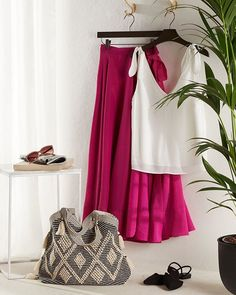 """H&M su Instagram: """"We've got us some fuschia fever! 🌺 The only cure is a gorgeous skirt in that very shade. #HM Lyocell-blend wrapover skirt:…"""""""