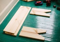 Wooden-bench-diy, 4 simple pieces screwed together, love it!
