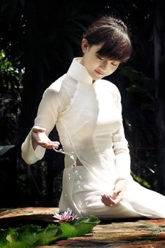 áo dài nude girl: 28 thousand results found on Yandex. Vietnamese Traditional Dress, Vietnamese Dress, Traditional Dresses, Traditional Taste, Ao Dai Vietnam, Vietnam Girl, Beautiful Vietnam, We Are The World, Oriental Fashion
