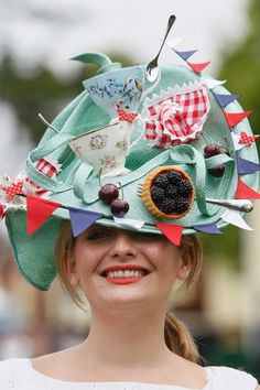 what fun! (hat at Ascot)