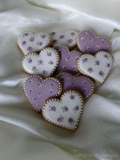 Simple Love heart | Cookie Connection Mother's Day Cookies, Fancy Cookies, Iced Cookies, Cute Cookies, Easter Cookies, Royal Icing Cookies, Cookies Et Biscuits, Sugar Cookies, Christmas Cookies