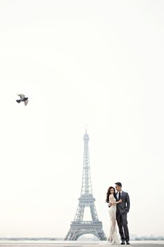 Romantic destination engagement shoot in Paris // Tres Chic: Agung and Vili's Parisian Engagement