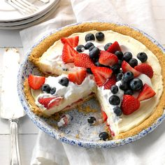 Red, White and Blueberry Pie Recipe -This creamy pie gets dressed up with berries to make a showstopping display at any Fourth of July party or summer get-together. It's as pretty as it is tasty! Memorial Day Desserts, No Bake Desserts, Dessert Recipes, Cold Desserts, Pastry Recipes, Blueberry Pie Recipes, Cranberry Pie, Keylime Pie Recipe, Tarts Recipe