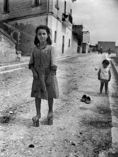 VINTAGE GREECE!                   David Seymour Matera 1948 - Magnum Photos