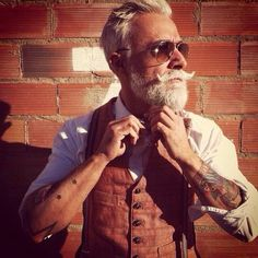 Many people are hesitant about getting inked out of fear that it will look bad when they're older. These 20 elderly badasses showed us their sleeves, proving to us that they look just as awesome now as they did back then! Estilo Hipster, Moda Hipster, Hipsters, Beard Tattoo, I Tattoo, Tattoo Pics, Style Gentleman, Look Fashion, Beards
