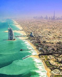 Burj Al Arab, Dubai  . Courtesy of @jplotzster