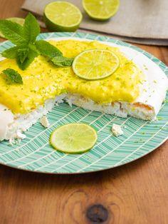 Il sent bon l'insouciance de l'été ce pavlova au citron vert... Il fait penser au mojito ! Sent Bon, Pavlova, Mojito, Camembert Cheese, Dairy, Desserts, Food, Gluten Free Cooking, Gluten Free Recipes