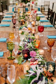 Boho table decoration with lots of colorful glasses, super beautiful! Boho table decoration with lots of colorful glasses, super beautiful! l Boho wedding l Boho wedding decor. Home Wedding, Wedding Table, Wedding Day, Table Setting Wedding, Forest Wedding, Woodland Wedding, Summer Wedding, Wedding Reception, Dream Wedding