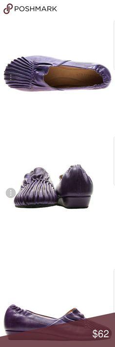 Chocolat Blu Vic size 9 purple pleated moccasins