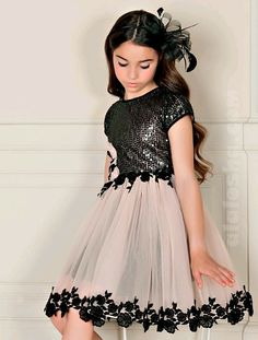 This Children's Party Dress Pattern FREE is for the Twas the Night Dress Pattern. This dress has a ballet neckline and shoulder sleeves. Deep back and fitted bodice. The skirt is knee length, fully lined and flared with an optional tulle … Read Childrens Party Dresses, Little Dresses, Little Girl Dresses, Cute Dresses, Girls Dresses, Flower Girl Dresses, Dresses For Children, Flower Girls, Short Dresses