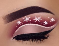 Another eye make-up inspired by Christmas. - Another eye make-up inspired by Christmas. Brew: waterproof cream color in d - Makeup Goals, Makeup Inspo, Makeup Art, Makeup Inspiration, Makeup Ideas, Makeup Lips, Makeup Designs, Glam Makeup, Bold Eye Makeup