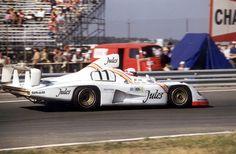 Le Mans Jacky Ickx and Derek Bell (in the car) in a Porsche Type . Porsche Motorsport, Porsche 935, Porsche Club, New Porsche, Sports Car Racing, Sport Cars, Race Cars, Road Racing, Auto Racing