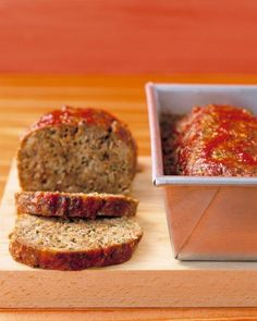 Covering cooked meatloaf with chili sauce, then returning it to the oven produces a slightly sweet, mildly spicy glaze on top. This recipe makes two loaves. Freeze one for later.Recipe: Meatloaf with Chili Sauce Heinz Chili Sauce, Chili Sauce Recipe, Sauce Recipes, Cooking Recipes, Beef Recipes, Entree Recipes, Bulk Cooking, Hamburger Recipes, Cooking Ideas